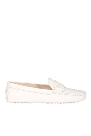 CHAIN TRIM PATENT LEATHER LOAFERS IN WHITE TOD