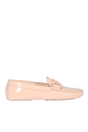 CHAIN TRIM PATENT LEATHER LOAFERS IN PINK TOD