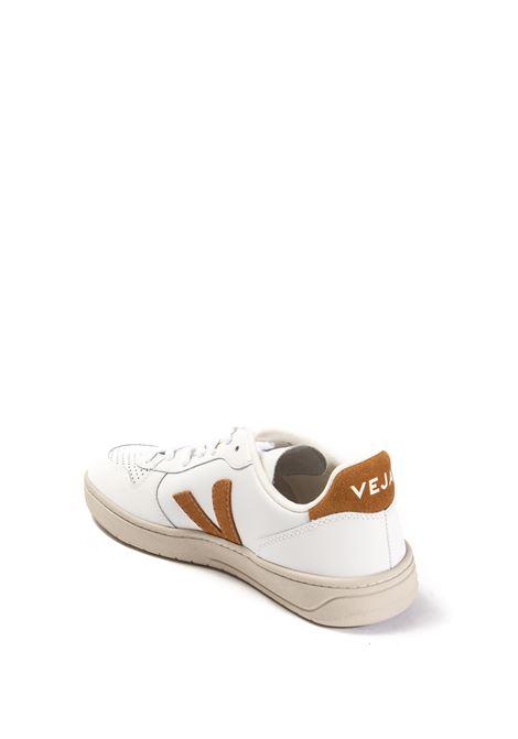Sneaker v-10 bianco/camel VEJA | Sneakers | V-10ULEATHER-022652