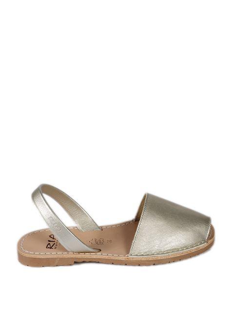 Sandalo flat spuntato pelle argento RIA MENORCA | Sandali flats | 20002METALGRAIN-PEARL