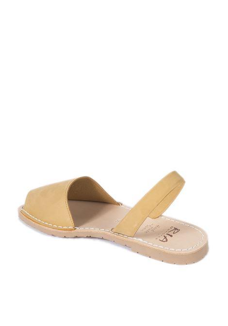 Sandalo flat spuntato pelle nero RIA MENORCA | Sandali flats | 20002NUBUCK-MOSTAZA