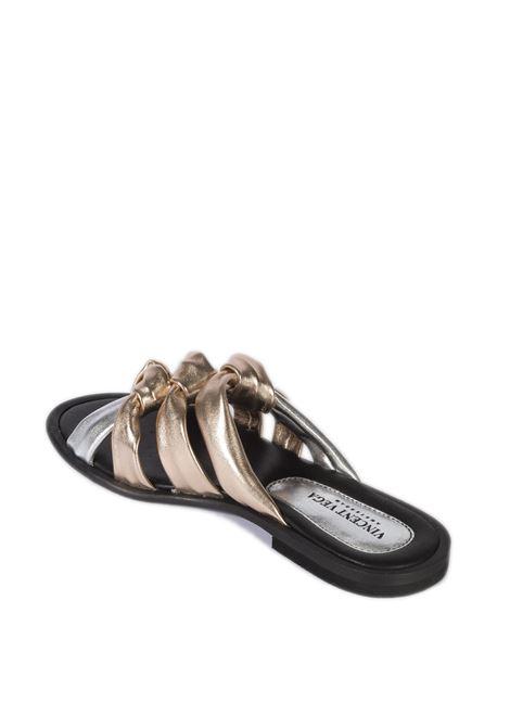 Sandalo fasce multicolor VINCENT VEGA   Sandali flats   AG05LAM-ARGENTO