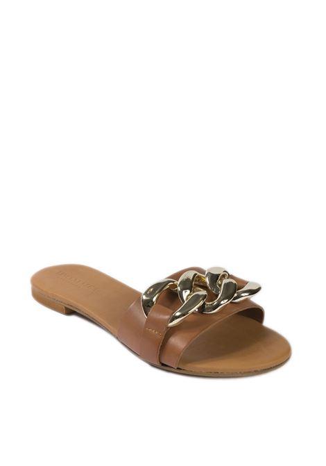 Sandalo flat catena cuoio VINCENT VEGA | Sandali flats | P100CTVIT-CUOIO
