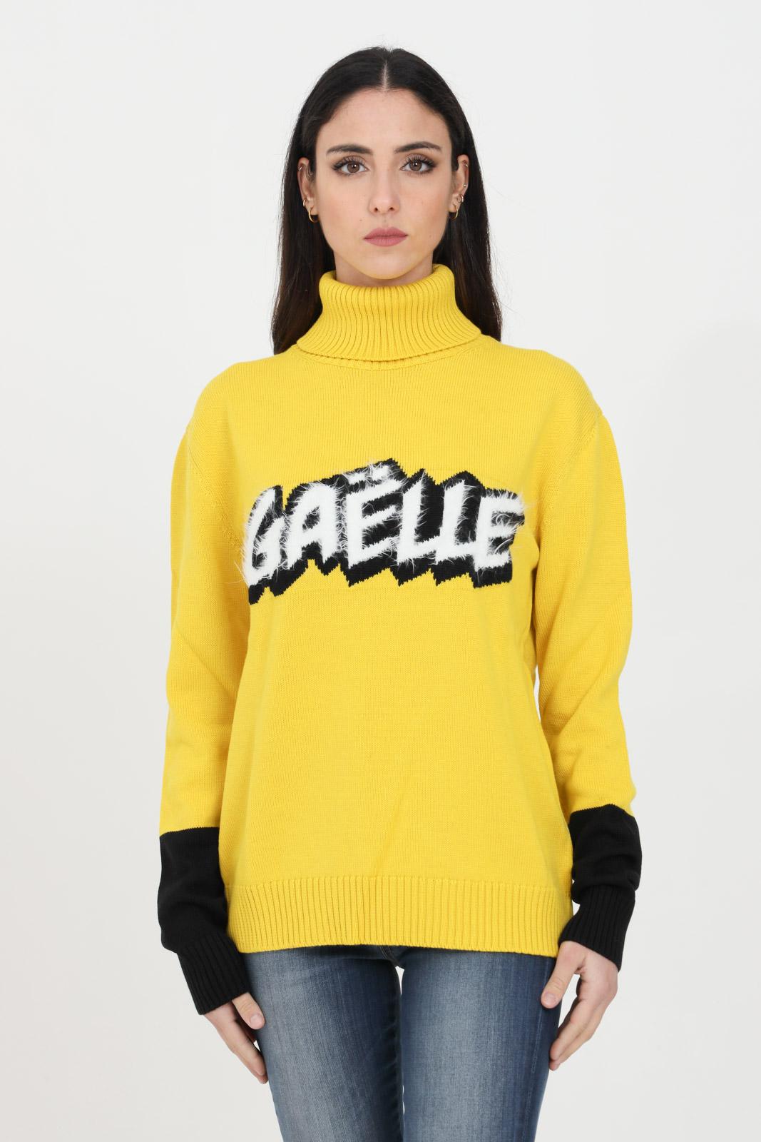 Maglioncino collo alto con logo centrale GAELLE | Maglieria | GBD7011GIALLO