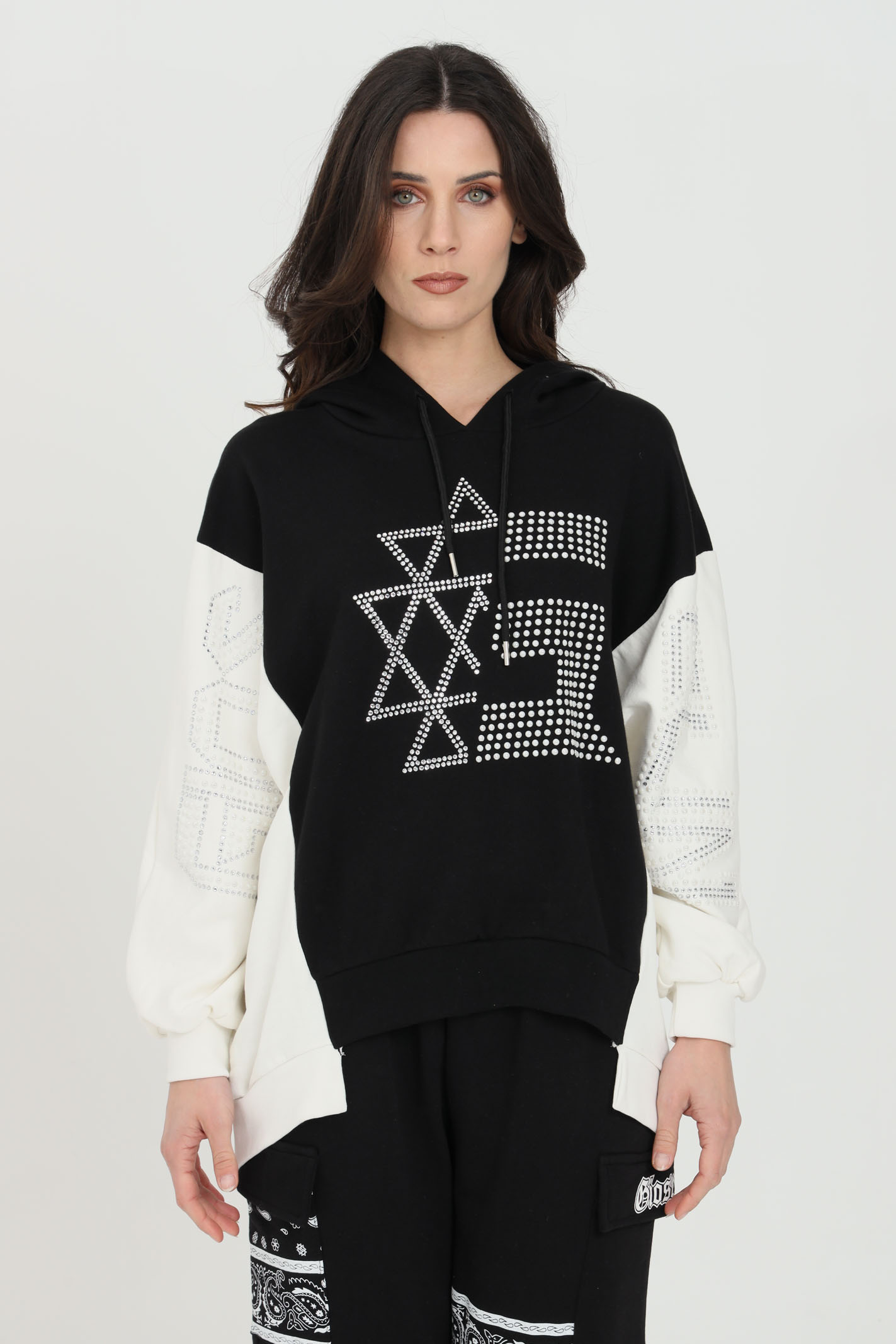 Bicolor sweatshirt with hood and rhinestone and flat studs applications. Over size model GIOSELIN | Sweatshirt | MAX FELPONENERO