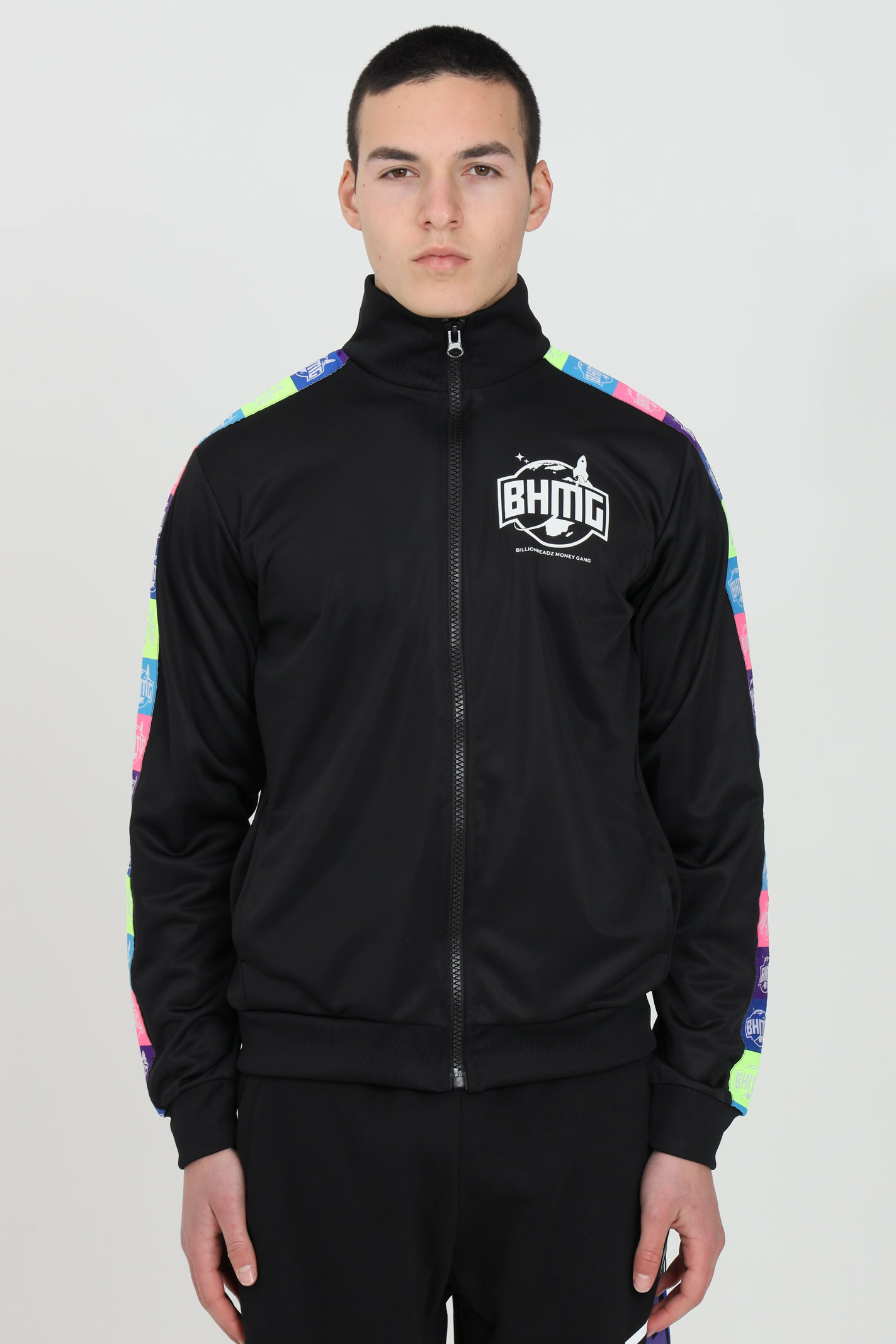 Black sweatshirt with full-length zip and multicolor bands.Side pockets and logo on the front in contrast. Bhmg BHMG | Sweatshirt | 029042110