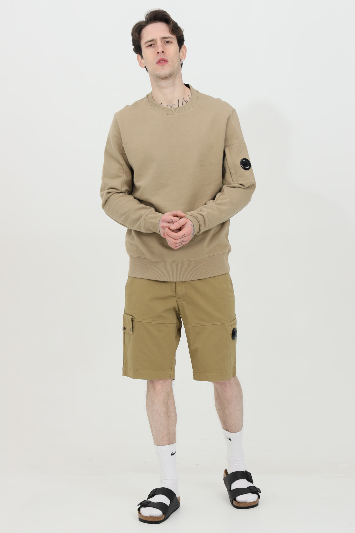 Beige sweatshirt, crew neck model, side pocket with zip and elastic bottom and cuffs with ribs. C.p. company C.P. COMPANY | Sweatshirt | 10CMSS045A-005086W329