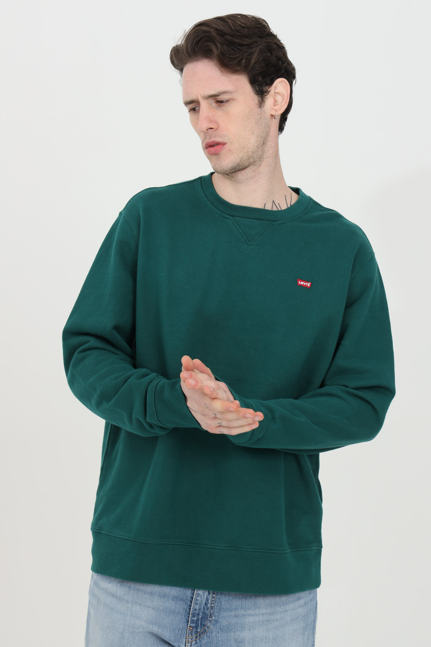 Green crew neck sweatshirt in solid color with contrasting logo on the front. Over size model. Ribbed crew neck and elastic cuffs and bottom. Levi's LEVI'S | Sweatshirt | 35909-00070007