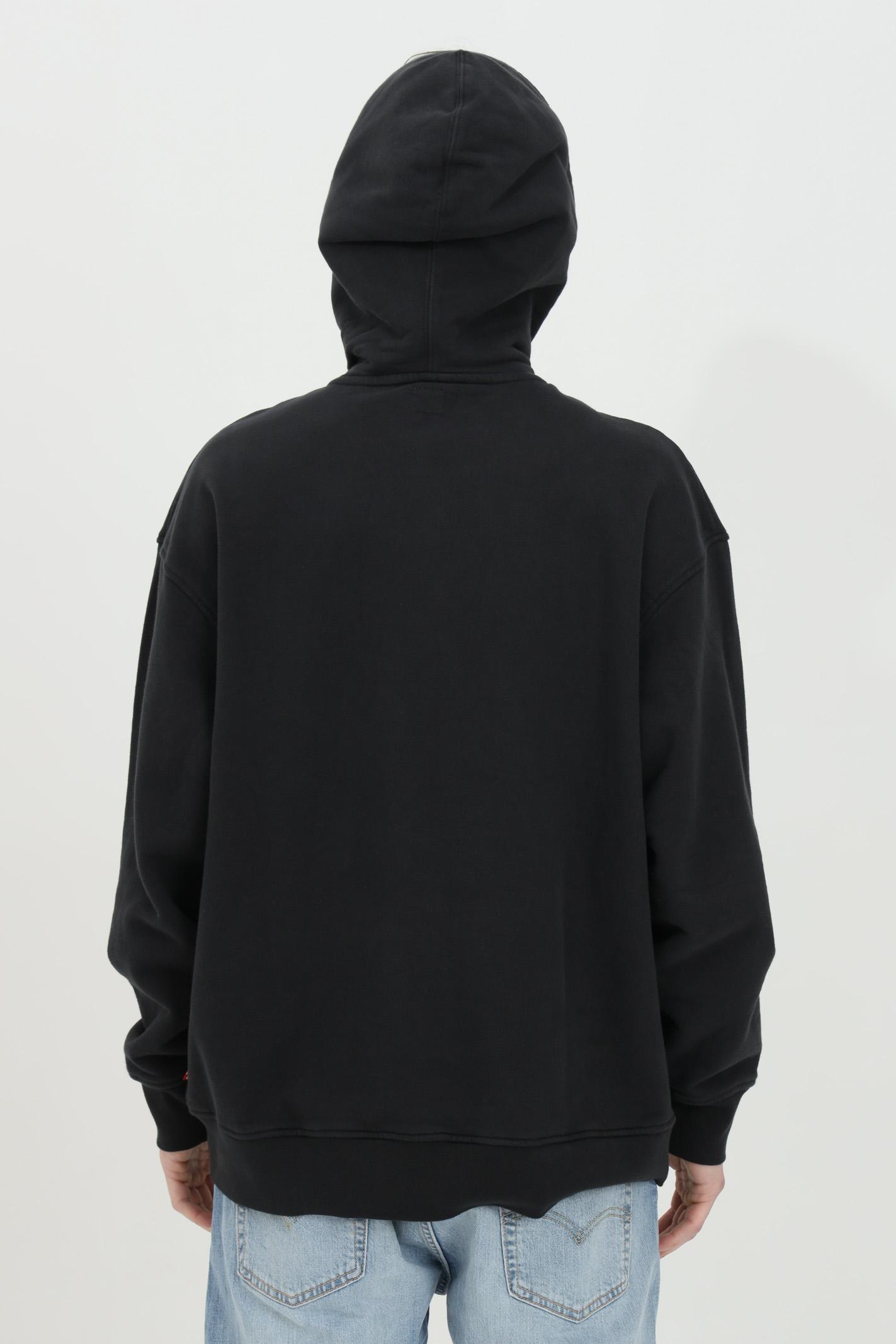 Felpa uomo nero levi's con cappuccio e lacci e stampa logo frontale. Modello relax fit in tinta unita. Fondo e polsini elastici con costine LEVI'S | Felpe | 38479-00390039