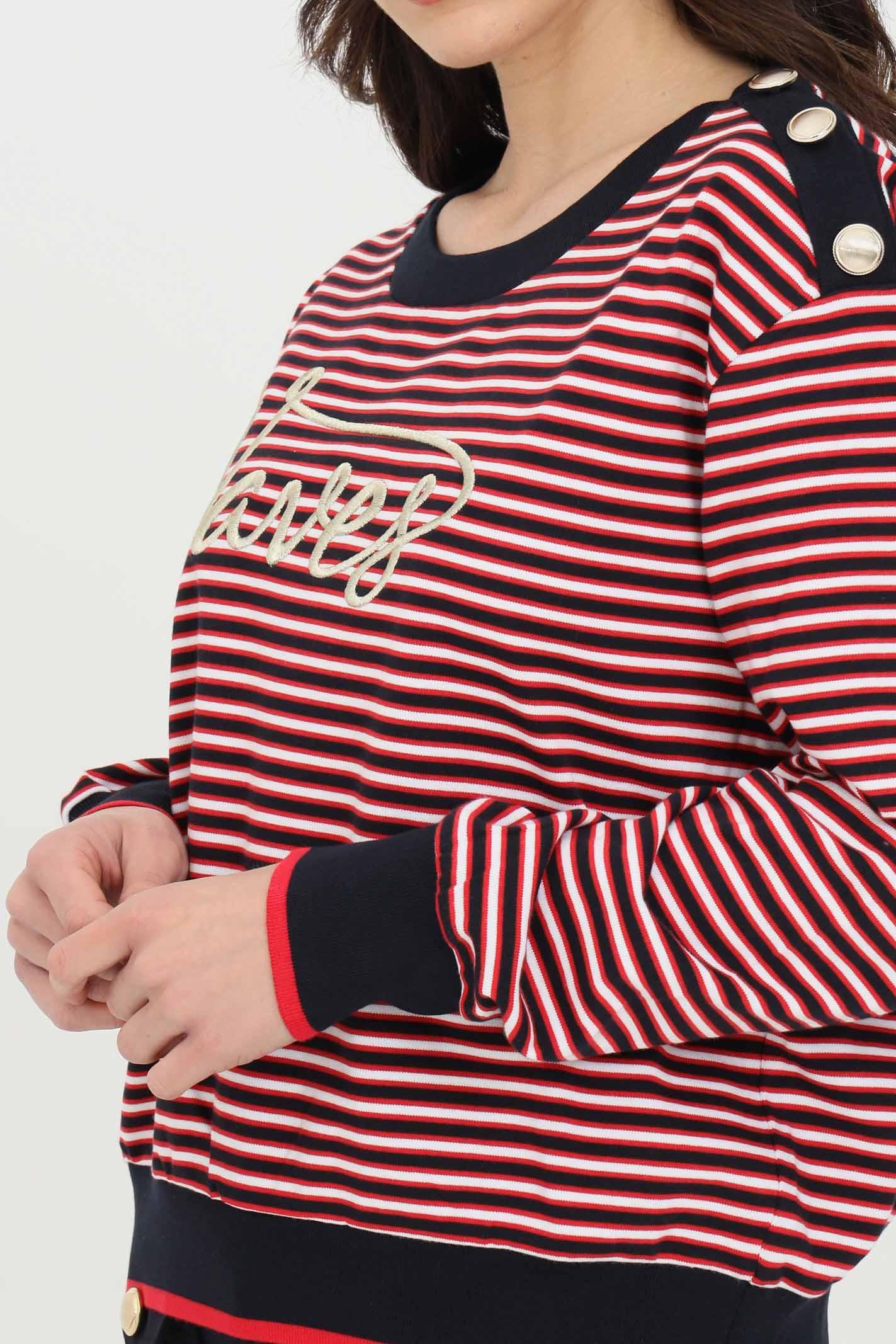 Felpa donna rosso-nero liu jo girocollo stampa a righe con stampa frontale oro ricamata in rilievo. Scollatura ampia. Tre bottoni dorati applicati sulla spallina sinistra LIU JO | Felpe | WA1529J6183T9701