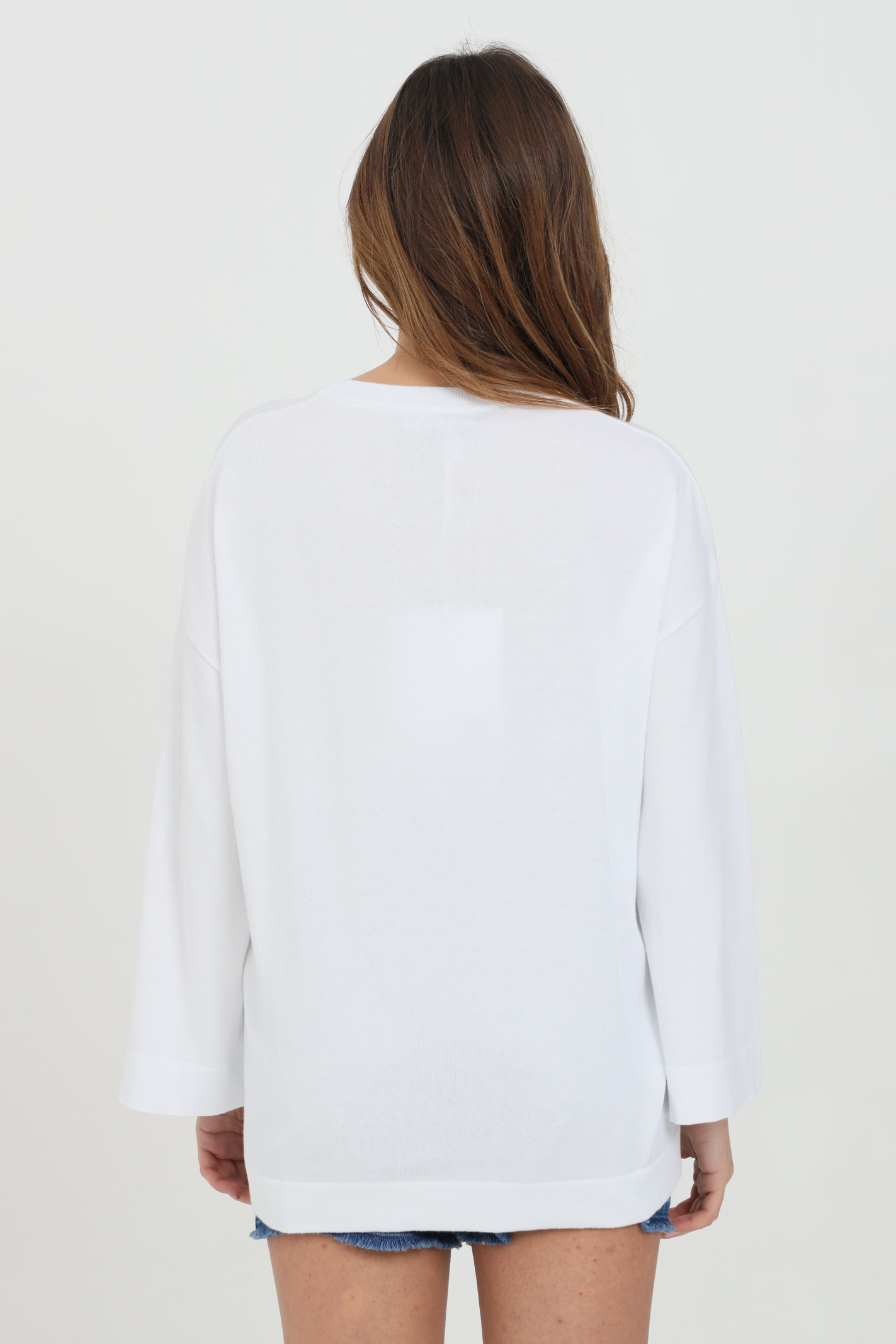 Felpa donna bianco love moschino girocollo con logo multicolor frontale. Manica a fondo ampio. Modello comodo LOVE MOSCHINO   Felpe   WS62G11X0985A00