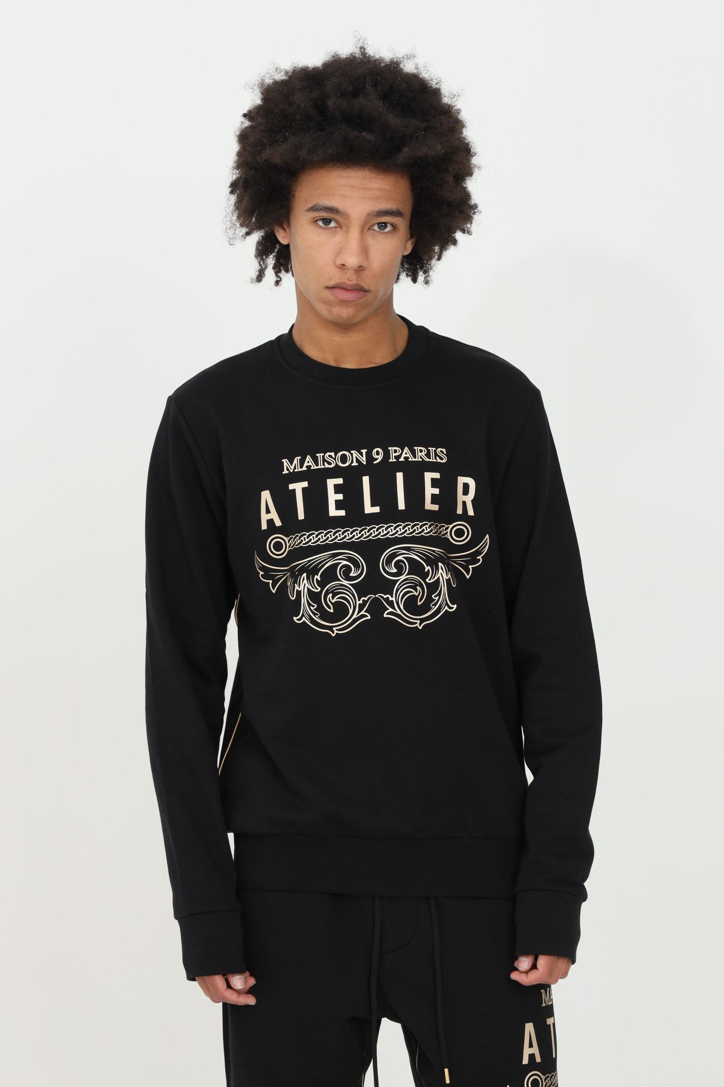 Black crew neck sweatshirt with gold print on the front. Comfortable model. Maison 9 paris  MAISON 9 PARIS | Sweatshirt | M9F2124NERO