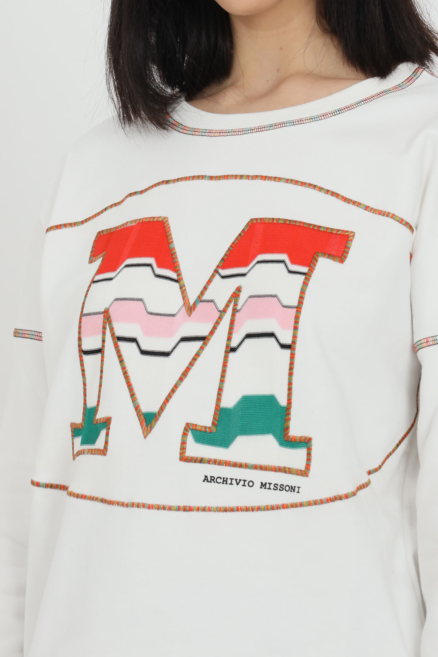 White sweatshirt with maxi logo on the front, long sleeves. Elastic bottom and cuffs. Comfortable model. Missoni MISSONI   Sweatshirt   2DW00005-2J005KS00HH