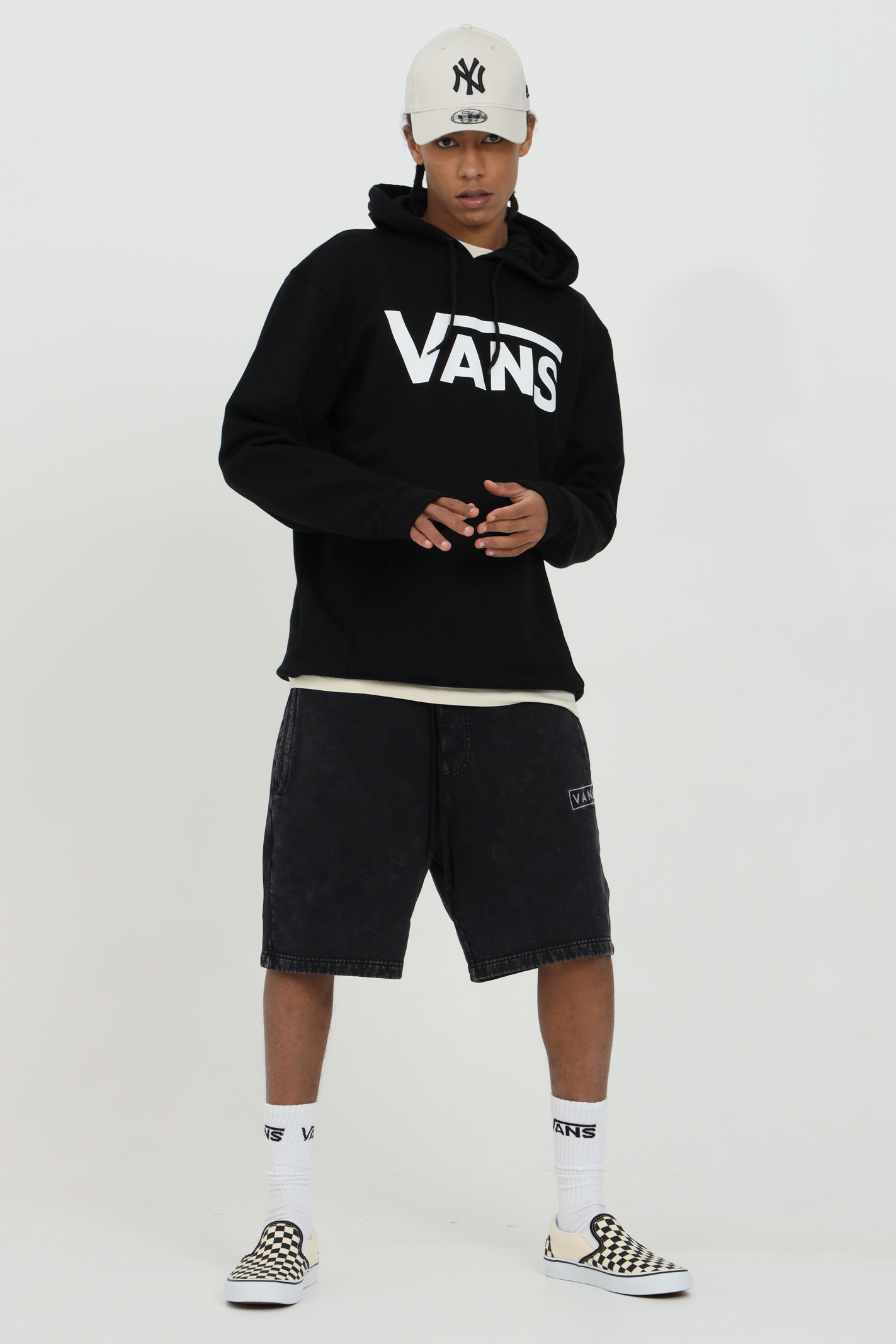 Black classic hoodie in solid color with maxi logo print in contrast and adjustable hood with lanyard. Vans VANS | Sweatshirt | VN0A456BY281Y281