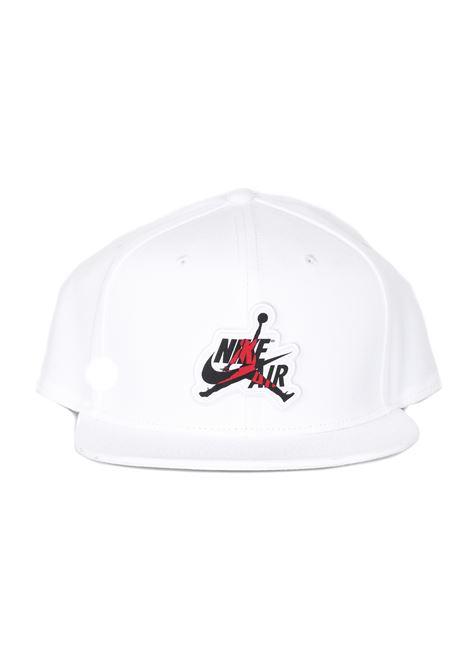 Cappello con visiera in tinta unita con stampa logata frontale NIKE | Cappelli | CI3932100