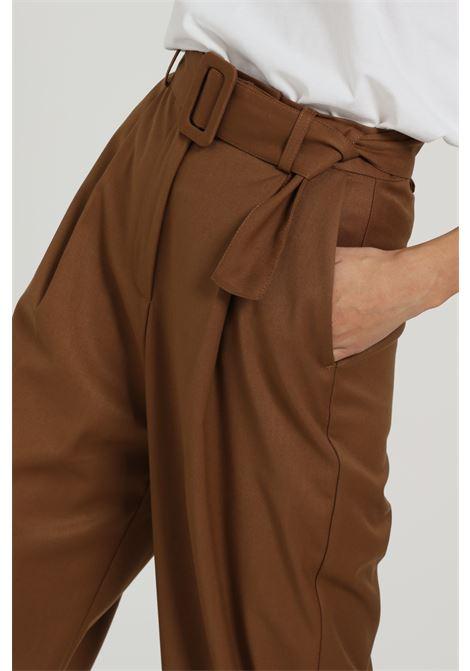 Pantalone con cintura in vita VICOLO | Pantaloni | TW0155CIOCCOLATO