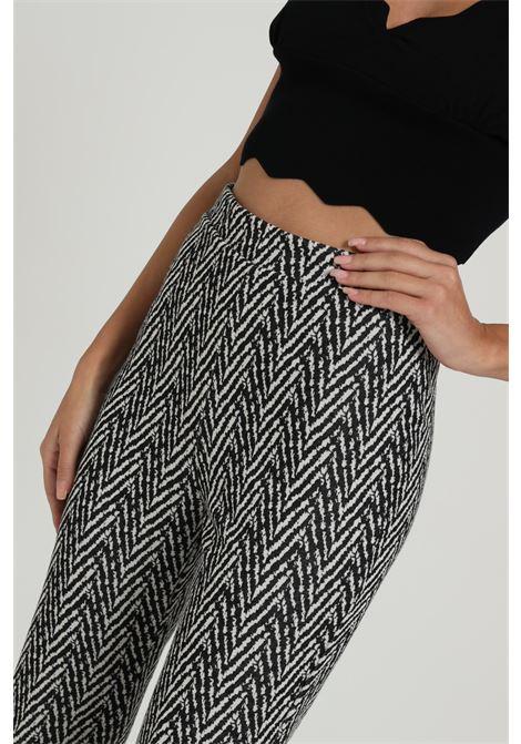 Pantalone Con Stampa Geometrica VICOLO   Pantaloni   TW0710FANTASIA