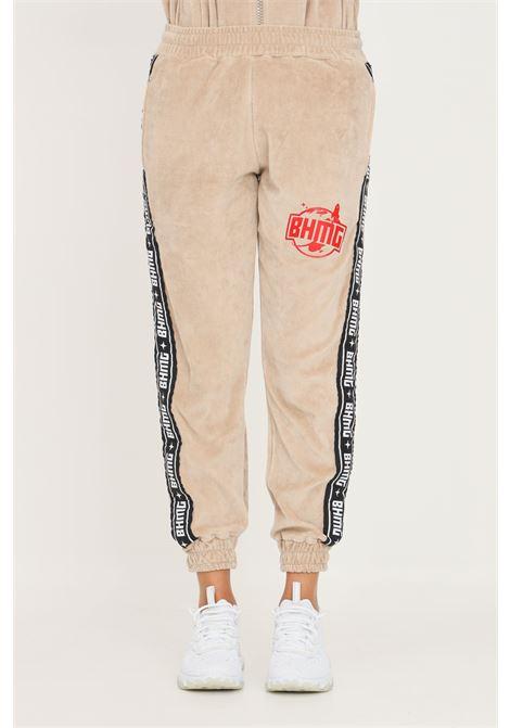 Pantaloni unisex beige bhmg casual con bande logo laterali BHMG | Pantaloni | 031263015