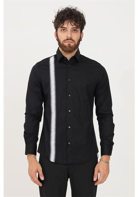 Camicia uomo nero bikkembergs modello casual con banda logata BIKKEMBERGS | Camicie | CC09581S2931C74