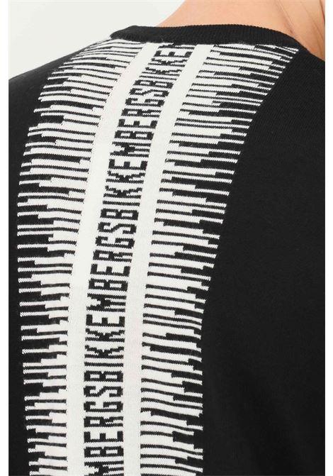 Maglioncino uomo nero bikkembergs modello girocollo con banda logo a contrasto sul retro BIKKEMBERGS | Maglieria | CS22G10X0046C74