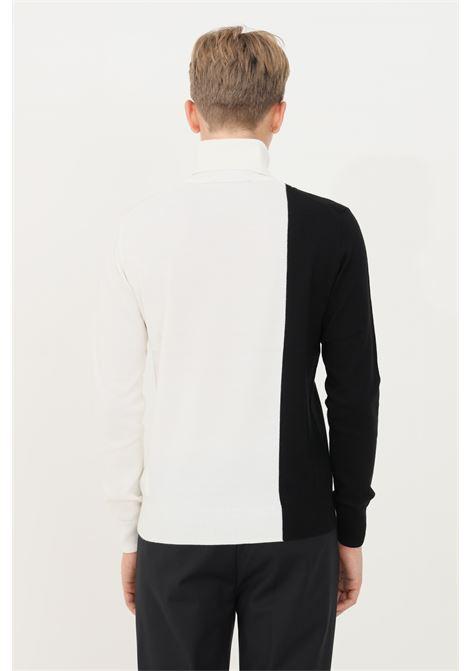 Maglioncino uomo bianco nero bikkembergs a collo alto BIKKEMBERGS | Maglieria | CSD4090X11484030
