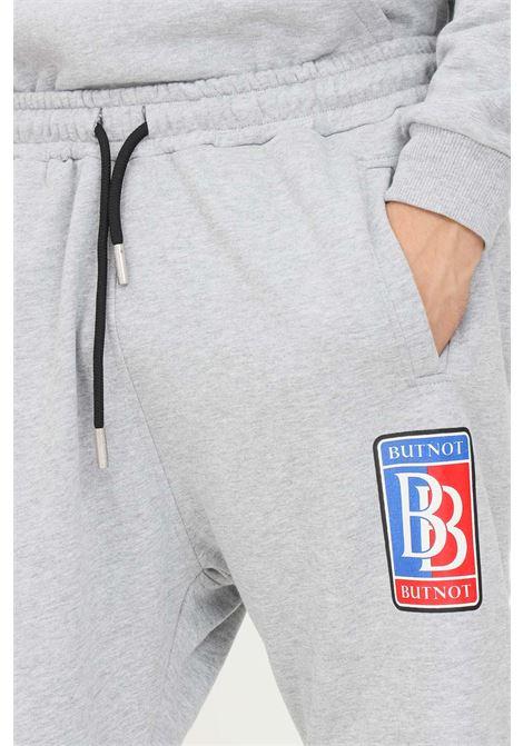 Pantaloni uomo grigio but not modello casual con logo a contrasto BUT NOT | Pantaloni | U9147-351GRIGIO
