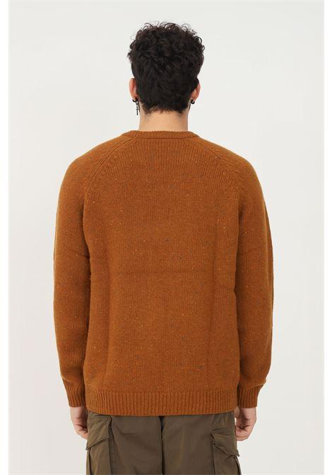 Maglione uomo marrone carhartt con dettagli multicolor CARHARTT | Maglieria | I010977.030JI.XX