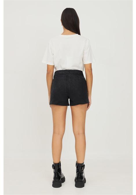 Shorts donna in denim nero gaelle con applicazione patch logo e borchie GAELLE   Shorts   GBD10447NERO