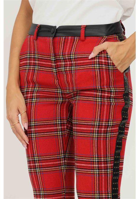 Pantaloni donna rosso gaelle con stampa quadri e applicazione mini borchie GAELLE   Pantaloni   GBD9811ROSSO