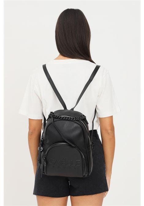 Zaino donna nero gaelle con logo frontale in rilievo e manico in catena GAELLE | Zaini | GBDA2662NERO