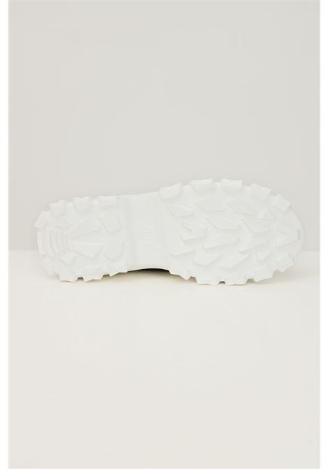 Sneakers donna nero gaelle con suola a contrasto GAELLE | Sneakers | GBDC2371NERO