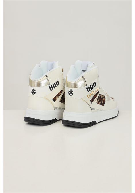 Sneakers donna bianco gaelle con inserti camoscio maculato GAELLE | Sneakers | GBDC2379NATURALE