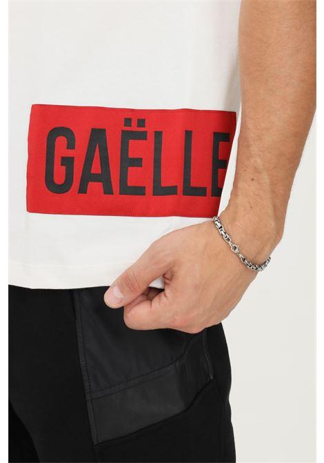T-shirt uomo bianco gaelle a manica corta con logo a contrasto GAELLE | T-shirt | GBU4958BIANCO