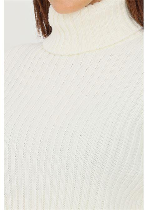 Maglioncino donna latte kontatto a collo alto a costine KONTATTO | Maglieria | 3M8387LATTE
