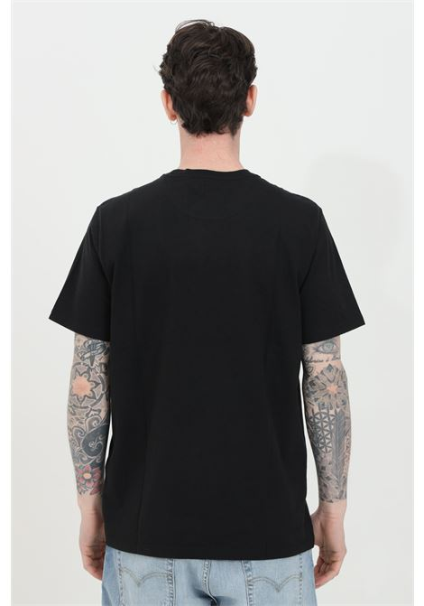 Black t-shirt in solid color with contrasting logo on the front. Comfortable model. Levi's LEVI'S   T-shirt   56605-00090009
