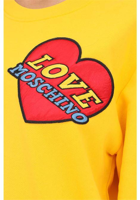 Felpa giallo donna love moschino con patch cuore LOVE MOSCHINO | Felpe | W630680M4055I60