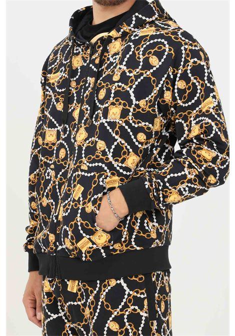 Felpa uomo nero moschino con zip e stampa allover MOSCHINO | Felpe | A171581081555