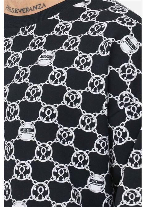 Felpa uomo nero bianco moschino con stampa allover MOSCHINO | Felpe | V172481285610