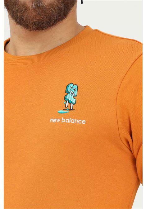 Felpa uomo arancio new balance modello girocollo con ricamo frontale NEW BALANCE   Felpe   MT13572MOE835