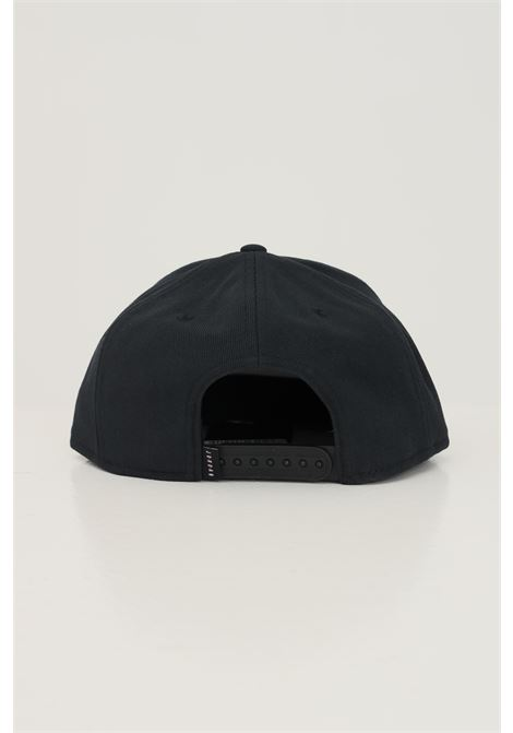 Black unisex snapback cap with contrasting nike logo NIKE   Hat   AR2118013