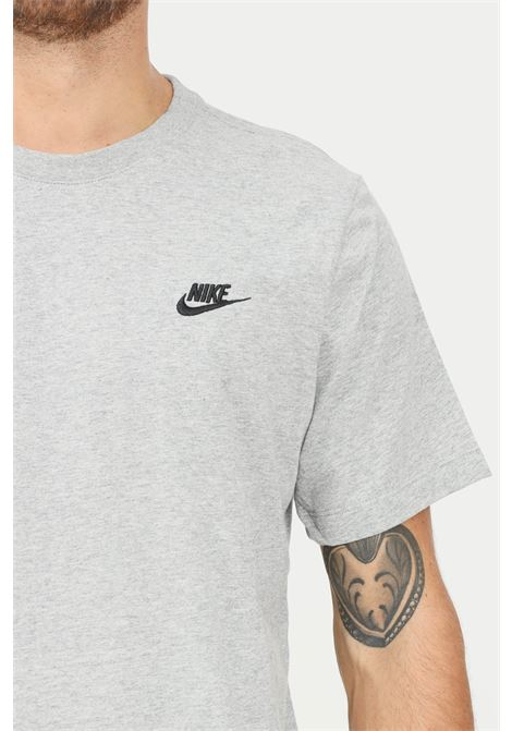 T-shirt uomo grigio nike a manica corta con logo a contrasto NIKE | T-shirt | AR4997064