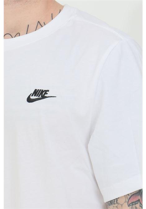 T-shirt uomo bianco nike a manica corta con logo a contrasto NIKE | T-shirt | AR4997101