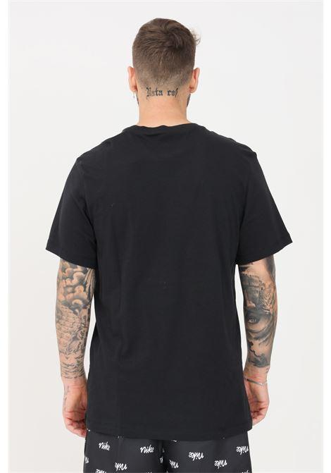 T-shirt uomo tinta unita nike a manica corta con logo a contrasto NIKE   T-shirt   AR5004010