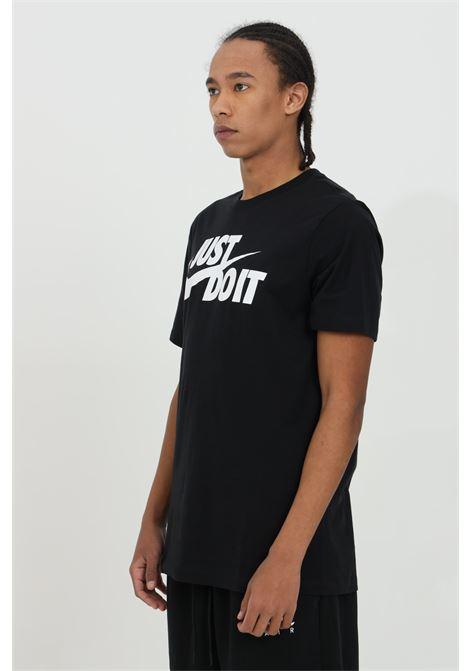 T-shirt uomo nero nike a manica corta con stampa frontale NIKE | T-shirt | AR5006011