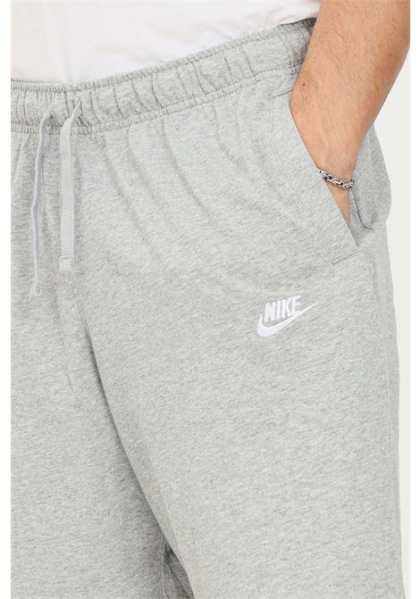 Shorts uomo grigio nike sport con mini logo a contrasto NIKE | Shorts | BV2772063