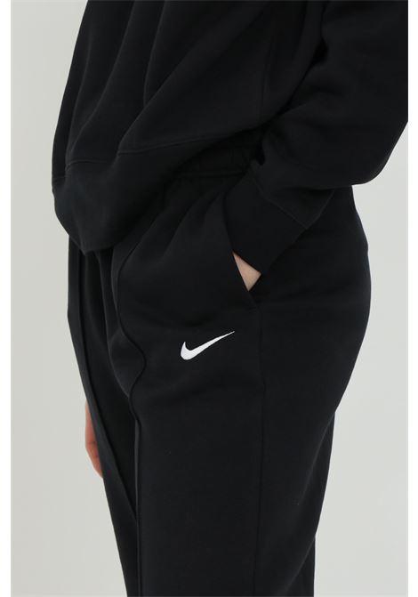 Pantaloni fleece sportsweare essential donna nero nike sport con logo a contrasto NIKE | Pantaloni | BV4089010