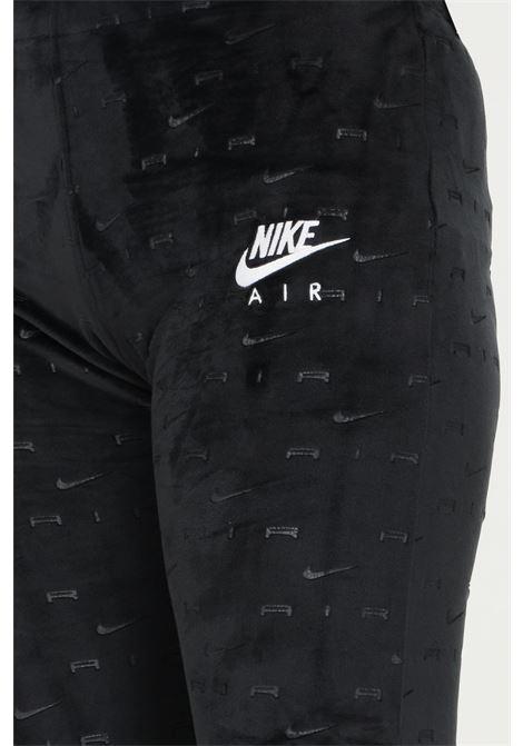 Pantaloni donna nero nike modello casual in velluto con logo allover NIKE | Pantaloni | DD5451010