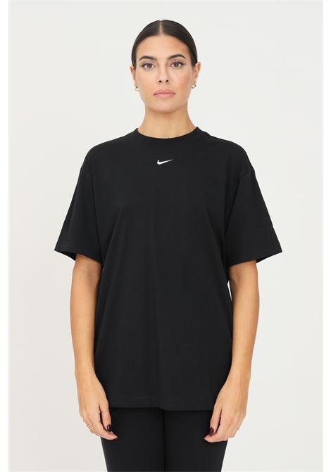 T-shirt donna nero nike a manica corta con mini ricamo logo a contrasto frontale NIKE | T-shirt | DH4255010