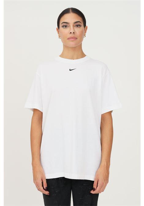 T-shirt donna bianco nike a manica corta con mini ricamo logo a contrasto frontale NIKE | T-shirt | DH4255100