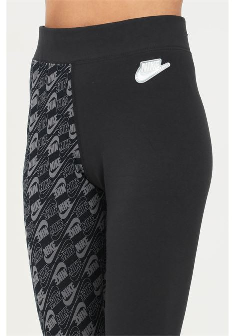 Leggings donna nero nike con fantasia logo lettering su una gamba NIKE | Leggings | DJ6774010